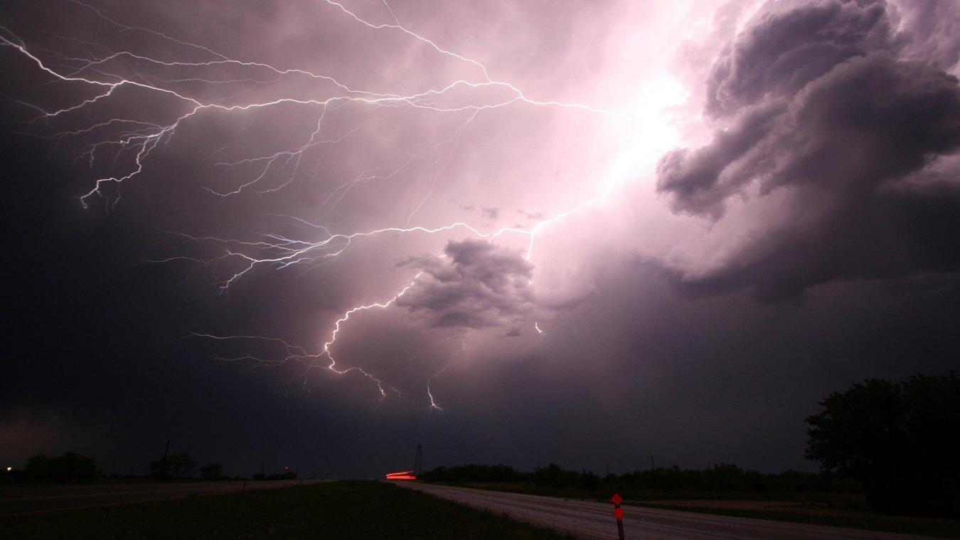 Des orages de forte intensité avec une activité électrique intense, s'accompagnant de fortes pluies pouvant entraîner de soudaines inondations, sont attendus
