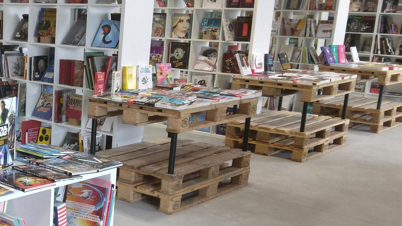 Patrick Dangre a longtemps cherché un local assez grand pour contenir cette très large collection de livres.