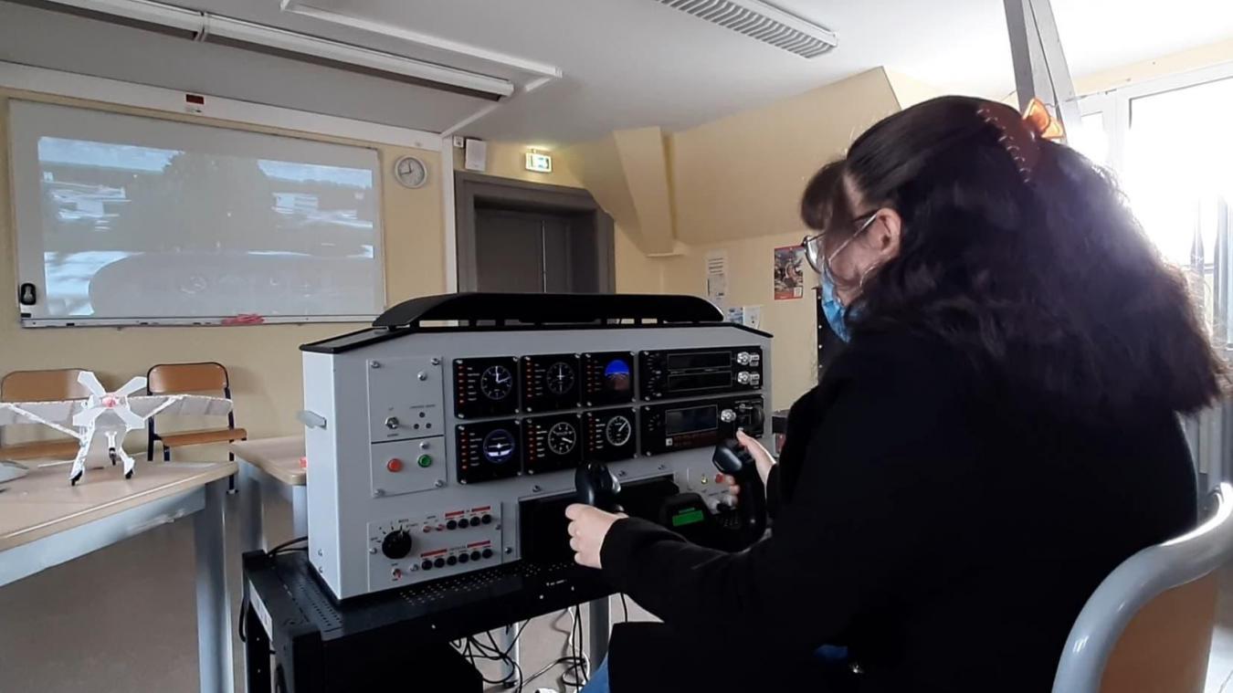 Les élèves mettent au point un simulateur de vol. L'armée serait intéressée par le projet.