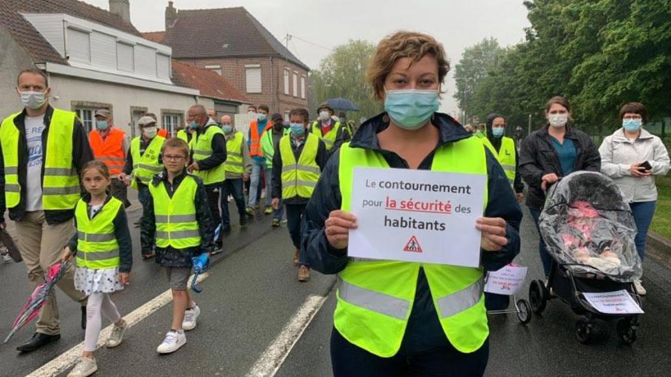 Renescure : une centaine d'habitants marchent pour obtenir le contournement
