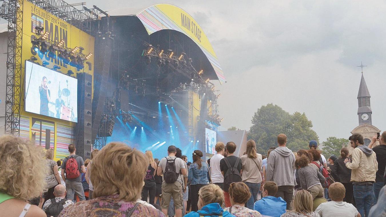 La rappeuse Chilla performera au Frac, le 10 juin à Dunkerque, grâce au programme Main square en balade.