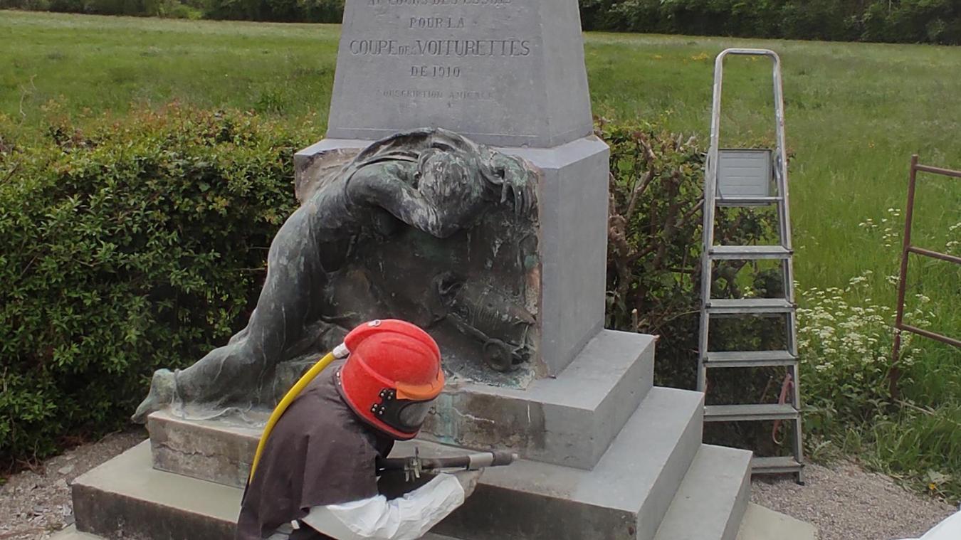 La stèle commémorative érigée en 1911 le long de la départementale 341 a été restaurée