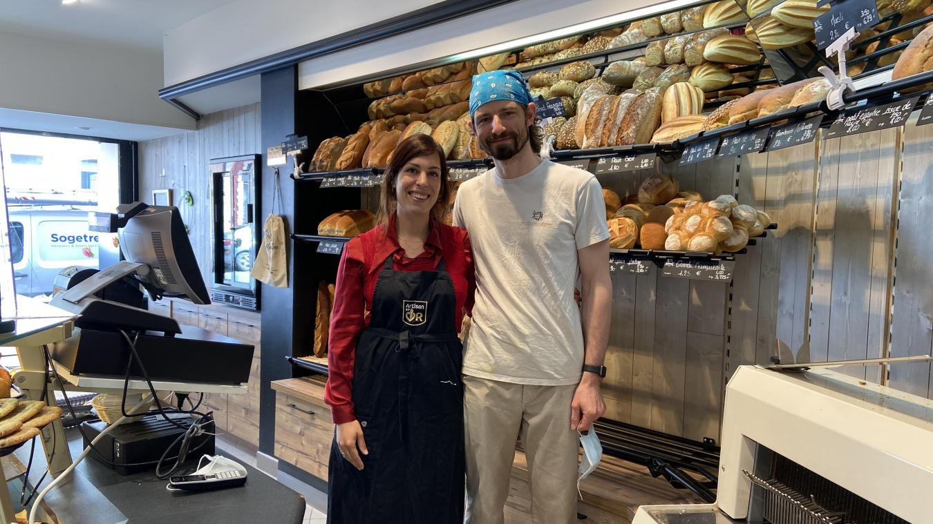 Éric s'occupe du pain, des pâtisseries et des viennoiseries; Florence du magasin et de la communication.