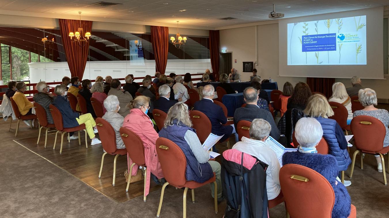 La conférence a réuni plusieurs dizaines de personnes ce samedi matin.
