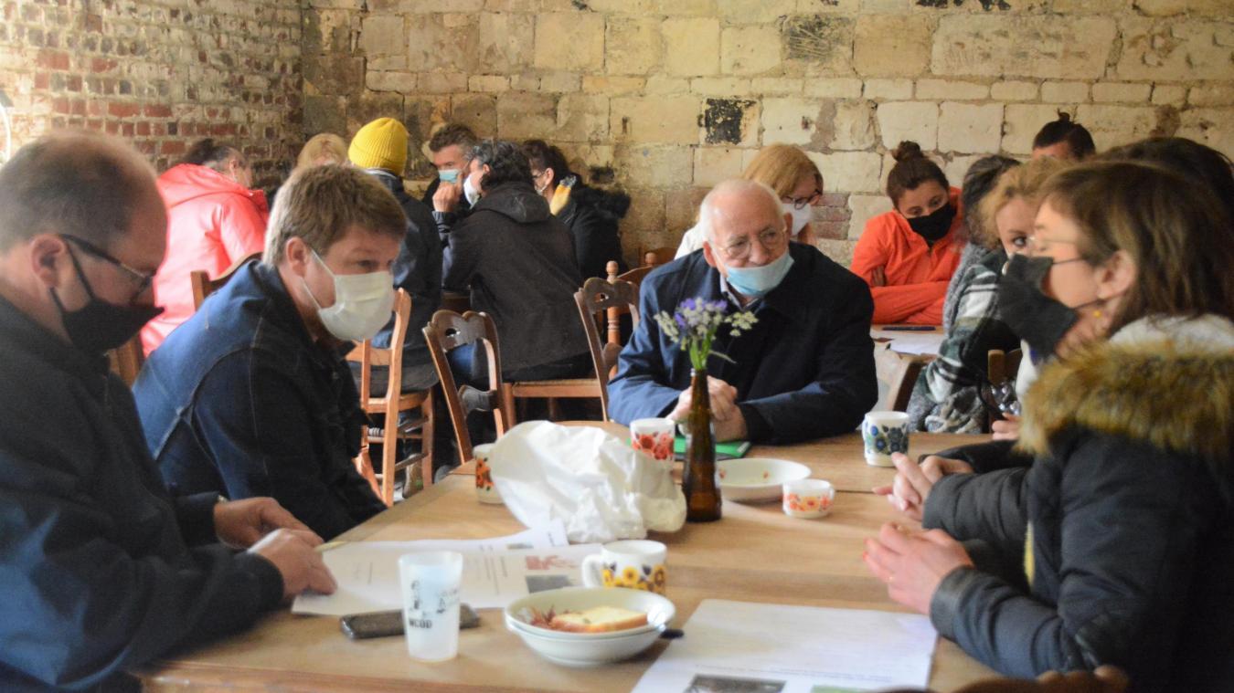 Alain Chevalier, maire, est venu apporter ses idées et conseils lors de cette première réunion.