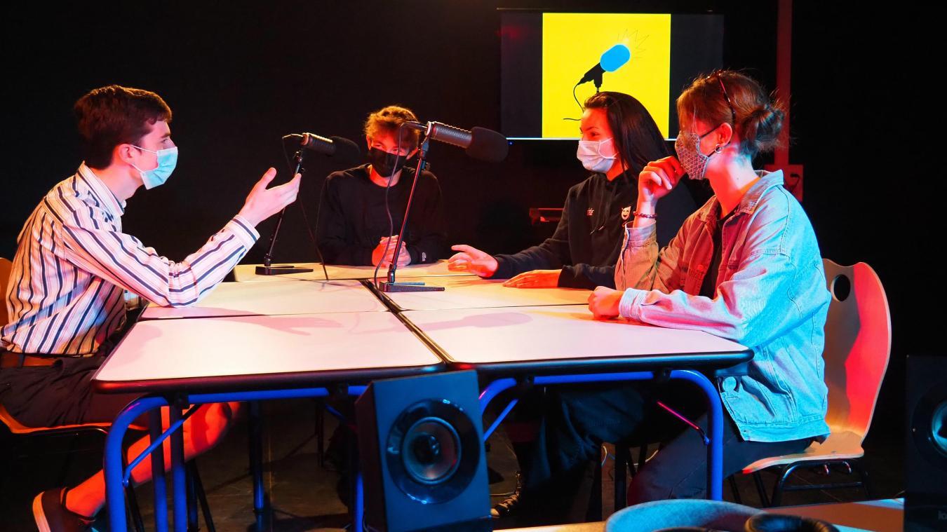Vià Sophie est la webradio créée par une poignée de lycéens de Berthelot durant le premier confinement.