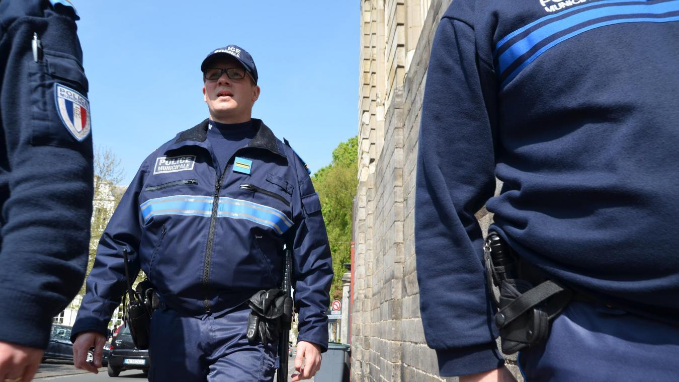 À Arras, les policiers veillent au respect du couvre-feu