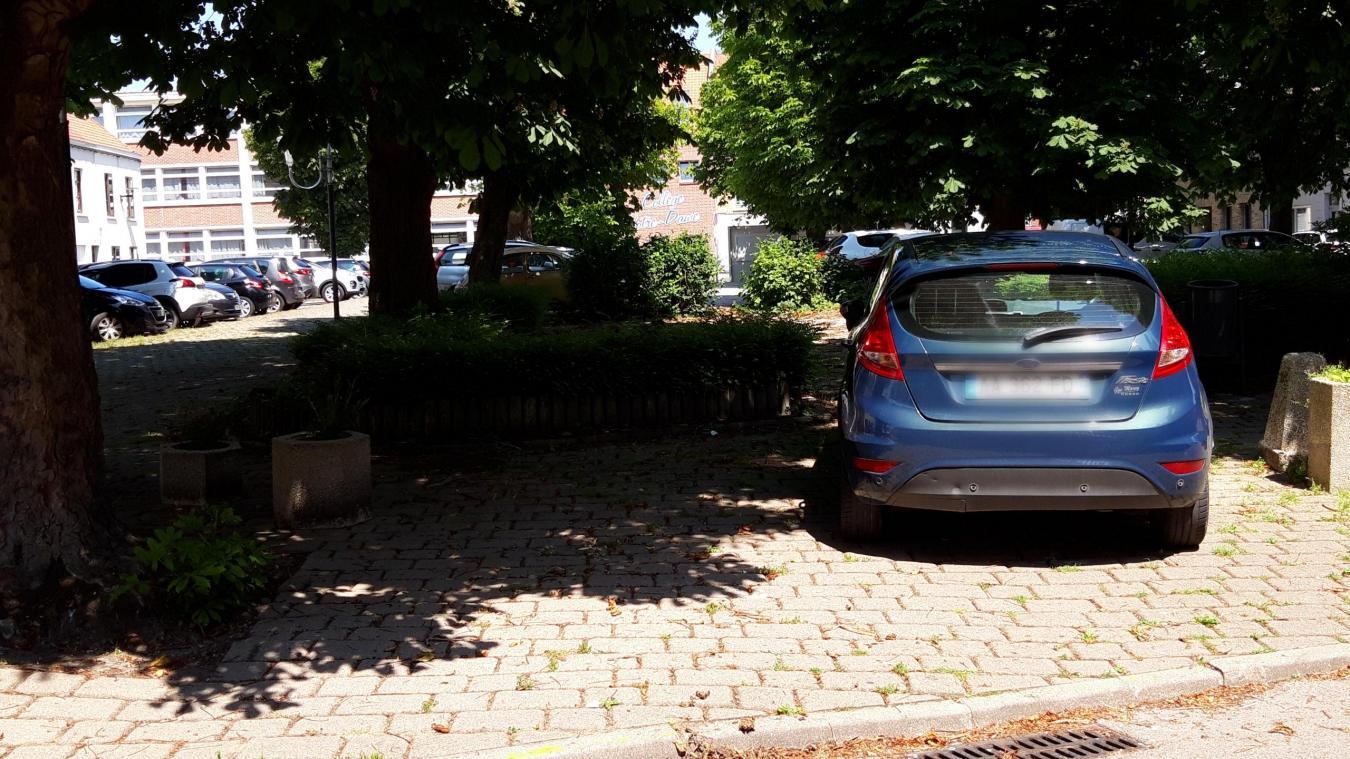 La Ville veut mettre un terme aux stationnements abusifs, notamment sur la place du Marché-aux-Vaches, face au collège Notre-Dame.
