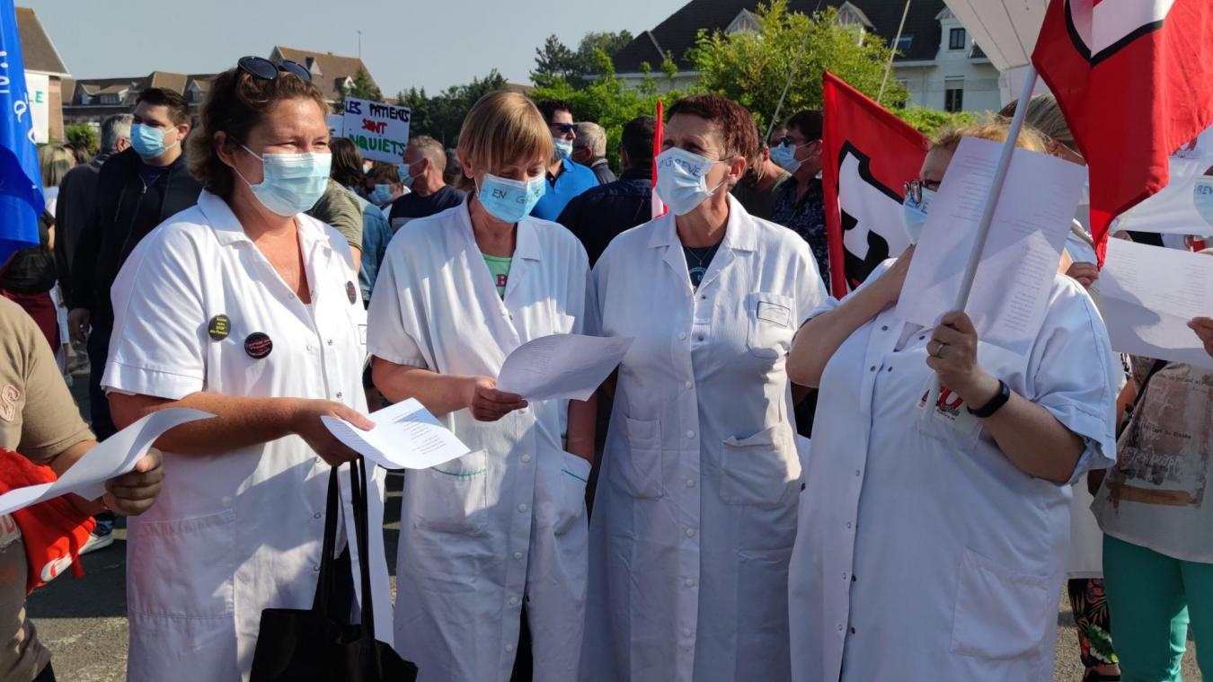 A l'appel des syndicats de l'EPSM des Flandres, plus de 250 personnes, dont des soignants, étaient présents ce mardi 8 juin à Bailleul.