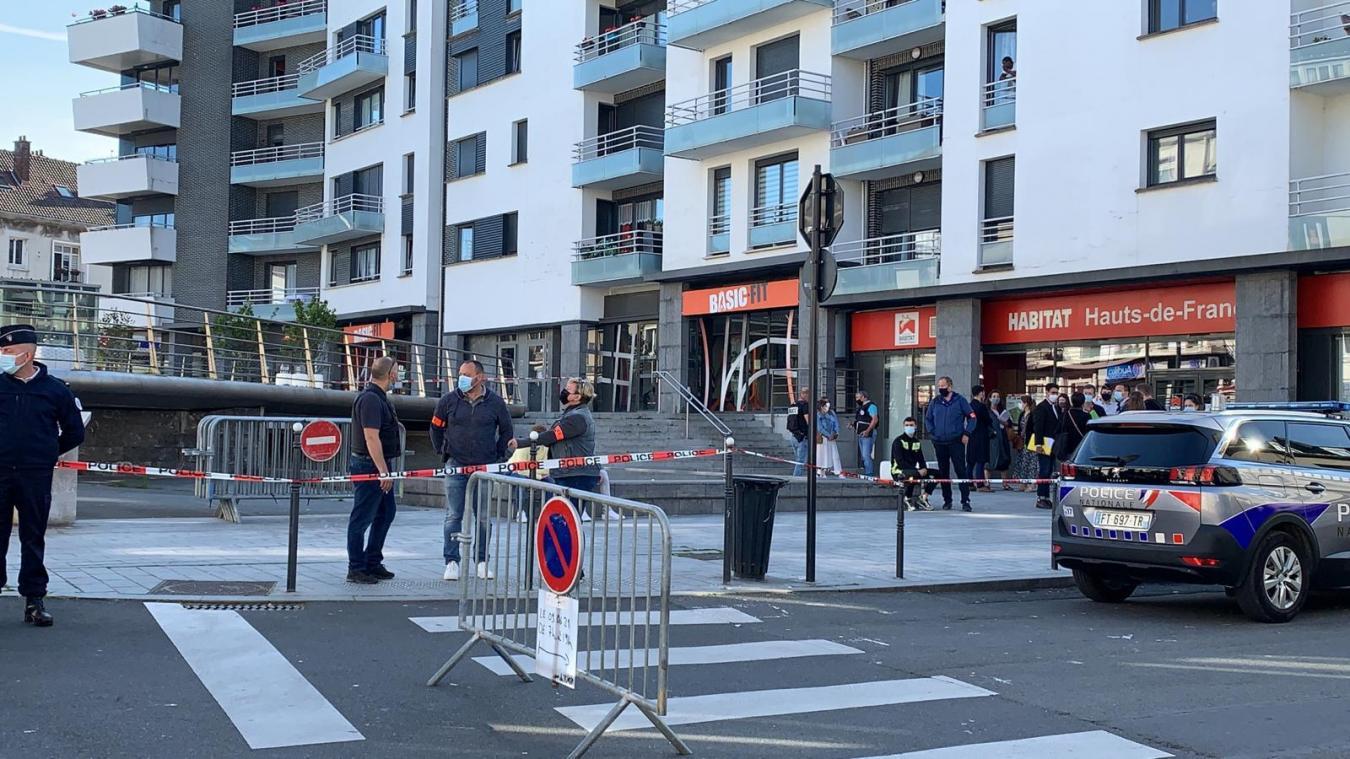 Le parvis Victor-Planchon est actuellement occupé par un large dispositif de policiers.