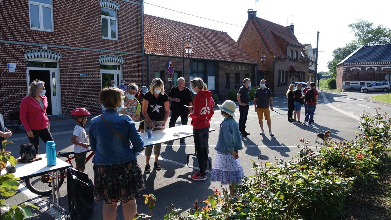 Les habitants ont découvert les richesses du village.
