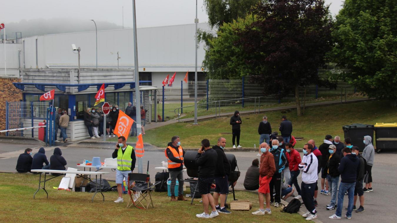 La mobilisation ne faiblit pas devant l'entrée du site de Vieil Moutier.