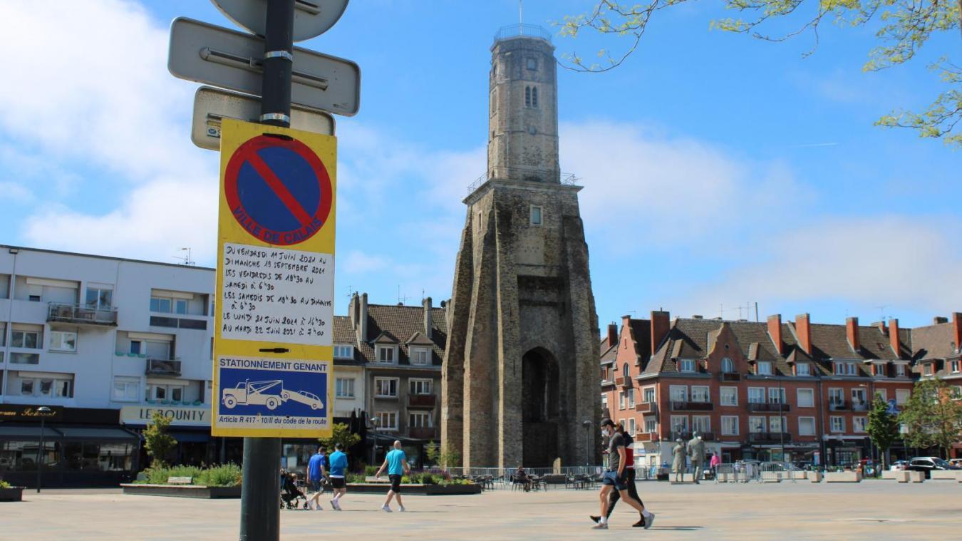 L'affichage était visible à Calais Nord mais depuis mercredi, les affiches installées au début de la rue Royale ont été retirées par les services de la ville.