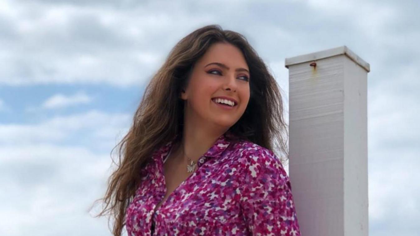 Calais: Emma Boutoille collabore avec la maison 123 pour une création de blouse