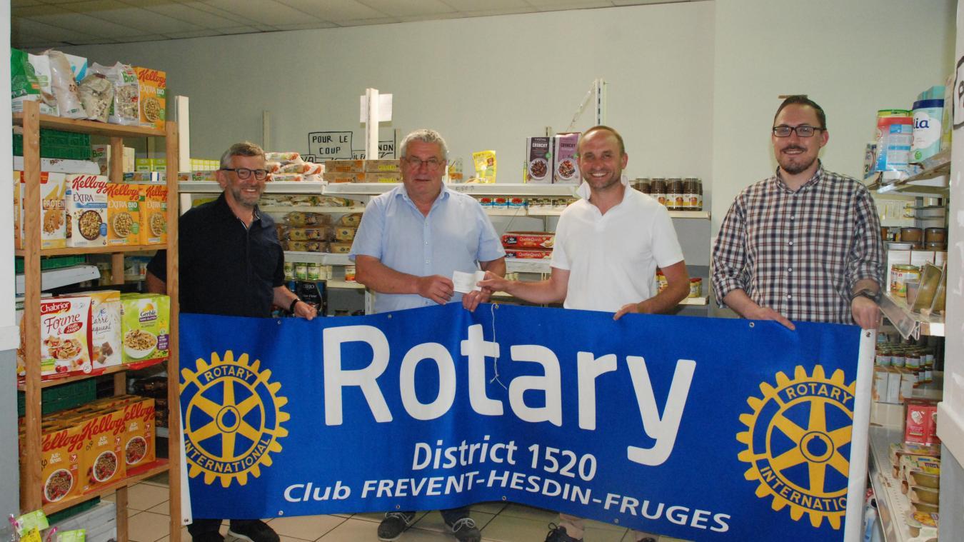 Grâce à ce don, les Rotariens contribuent à l'achat de denrées et des produits.
