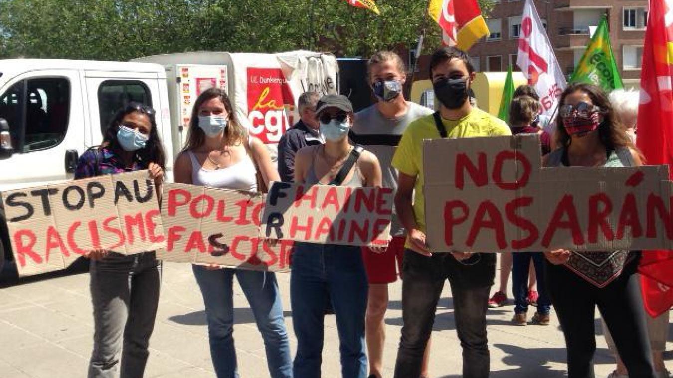 Les manifestants ont délivré des messages contre le gouvernement et contre les idées d'extrême droite.