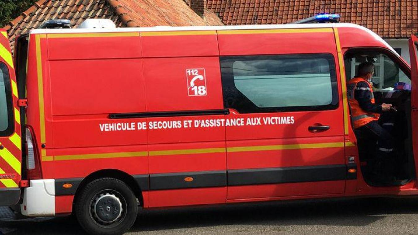 Deux véhicules de secours médicalisés ont été nécessaires pour évacuer les victimes.
