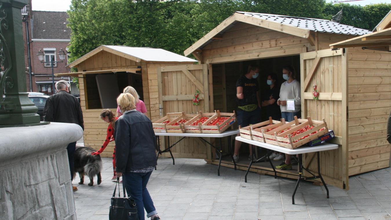Samedi 5 juin, un marché artisanal a eu lieu au pied du kiosque. Cette manifestation aura lieu les trois prochains samedis de juin.