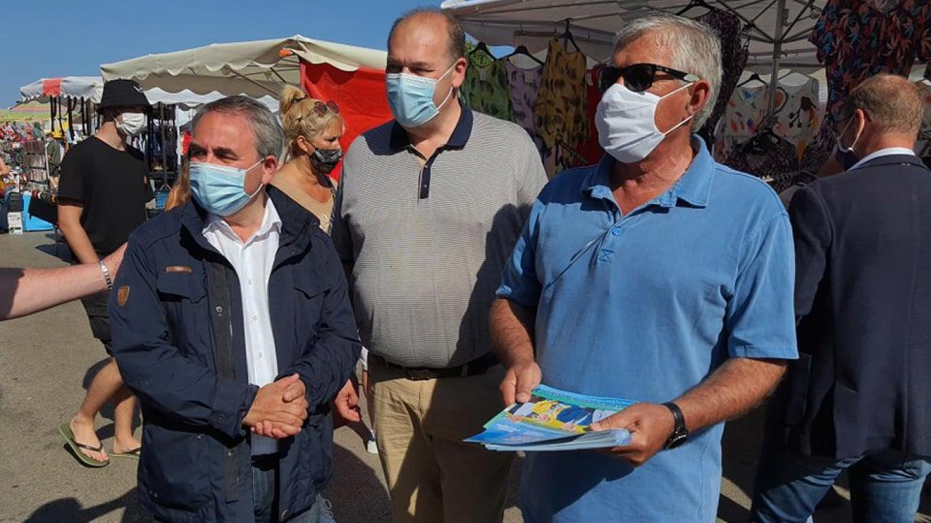 Xavier Bertrand et ses soutiens ont croisé les militants de gauche sur le marché de Berck.