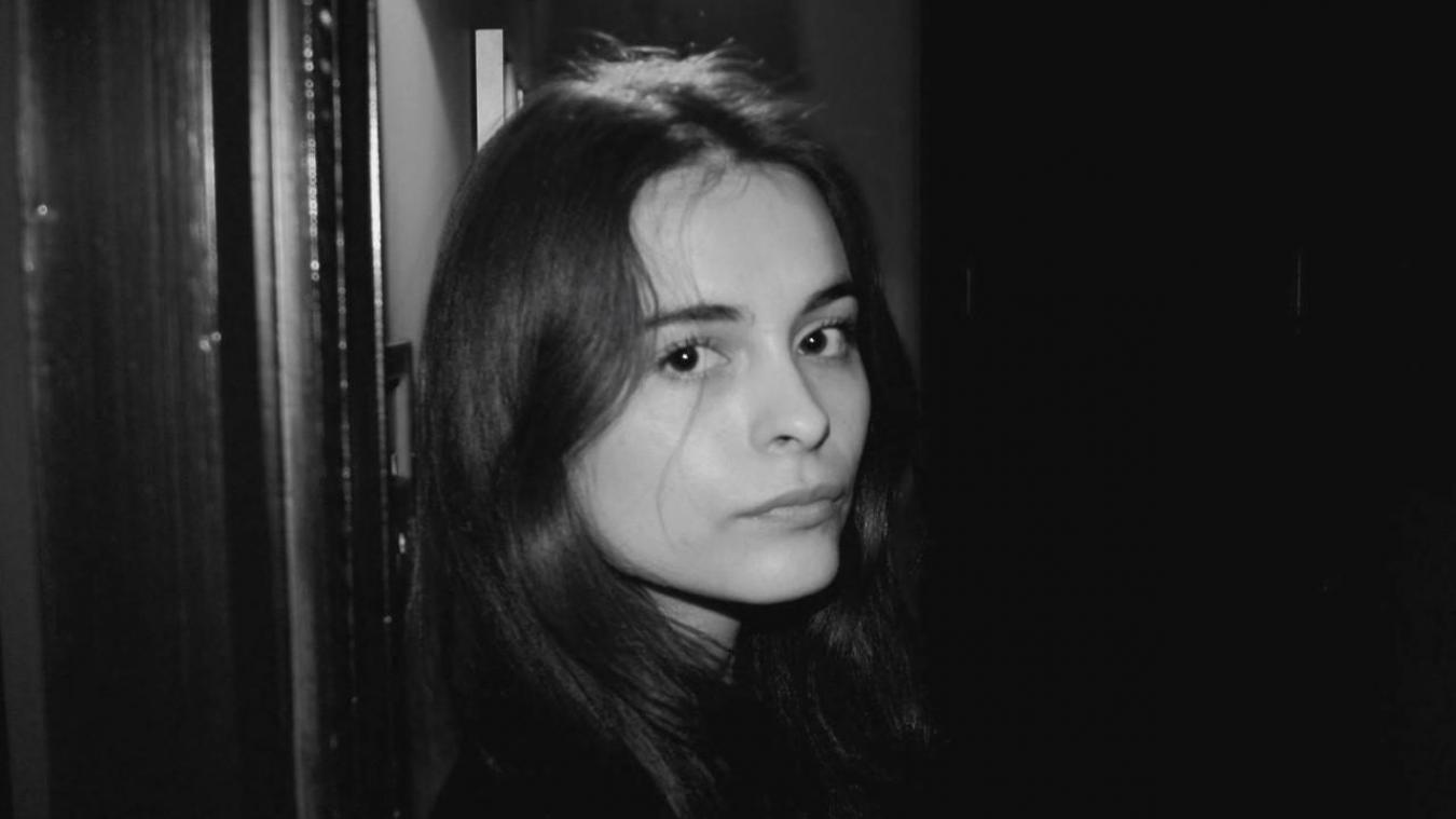 L'artiste Lisa Hartmann a fréquenté le lycée Sophie Berthelot à Calais.