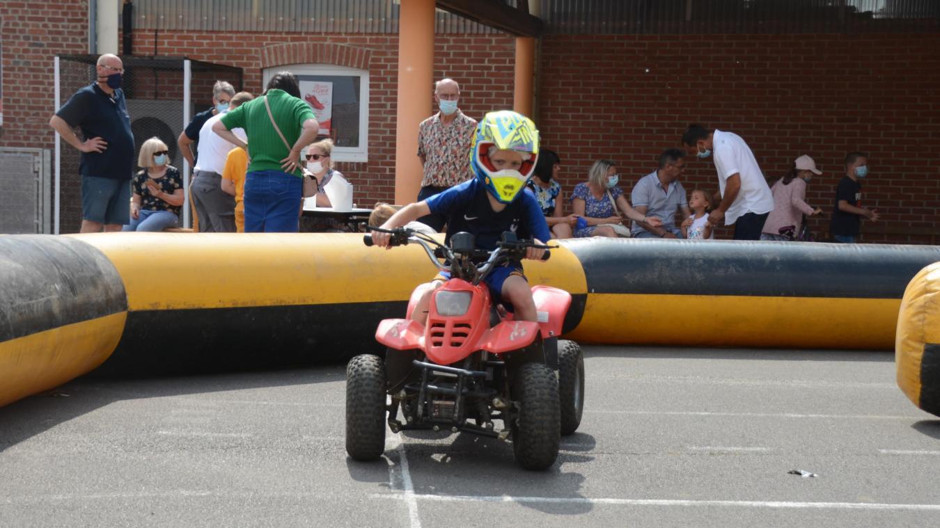 En plus des auto-tamponneuses, les enfants ont profité d'un toboggan gonflable et de quads.