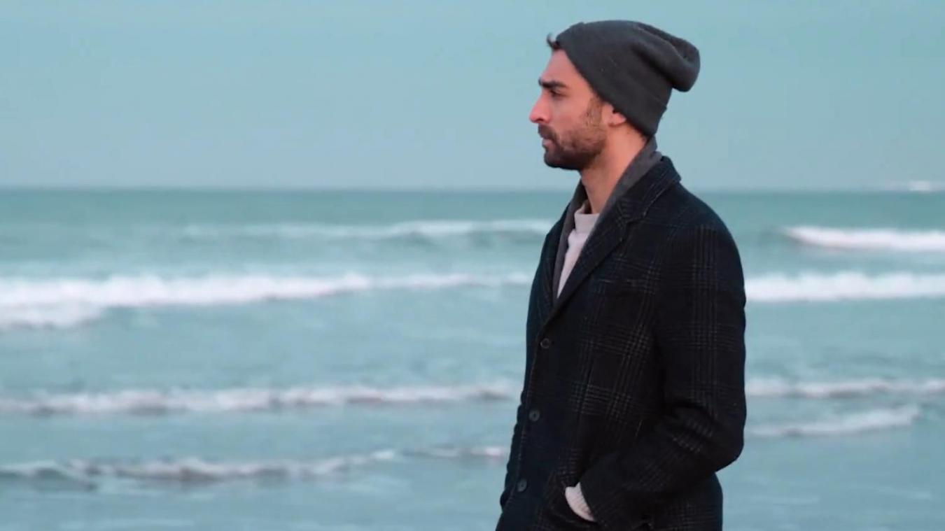 Dans le clip de  Begin Again , le jeune homme met à l'honneur la Côte d'Opale, notamment Wimereux.