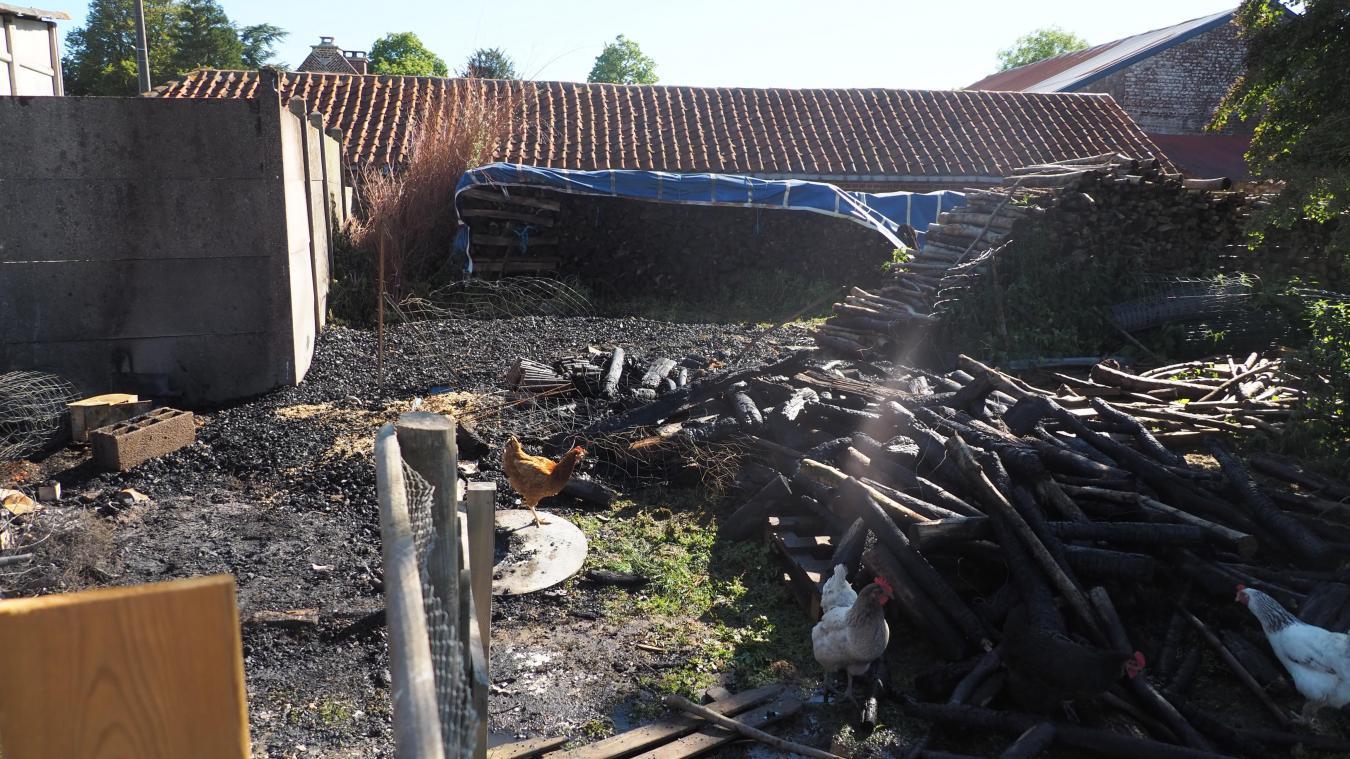 L'incendie a pris tôt ce lundi matin à Brêmes-les-Ardres.
