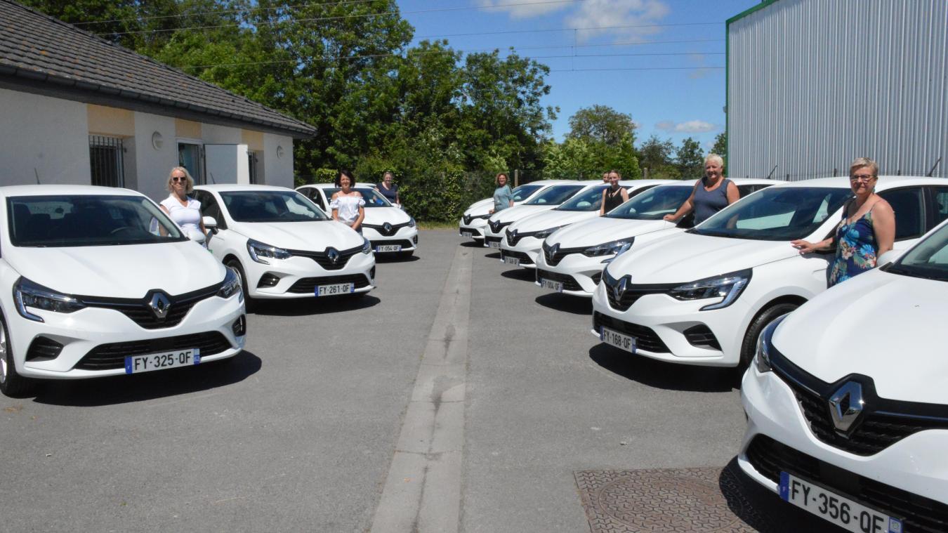16 Renault Clio ont été remises ce jeudi aux aides-soignantes, qui ont pu en prendre possession dans la foulée.