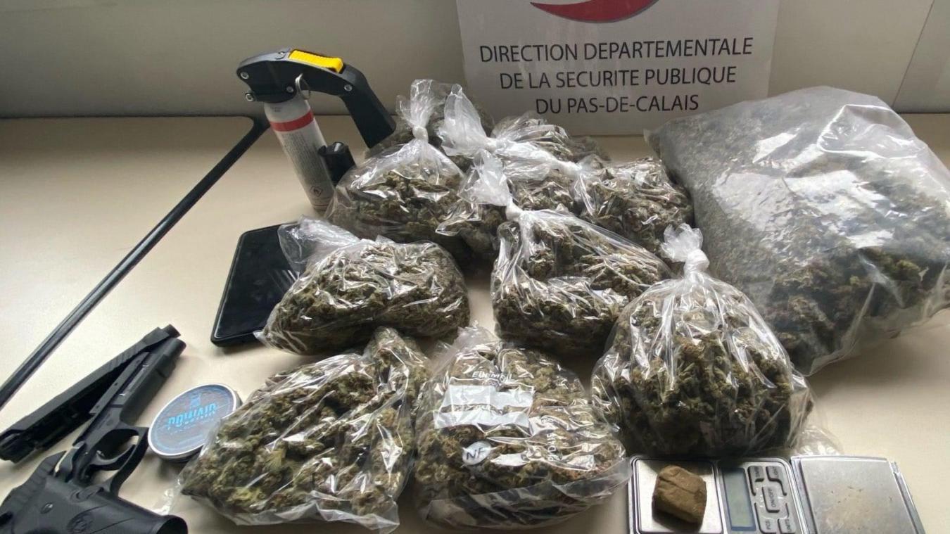 Les policiers ont saisi deux kilos de résine de cannabis