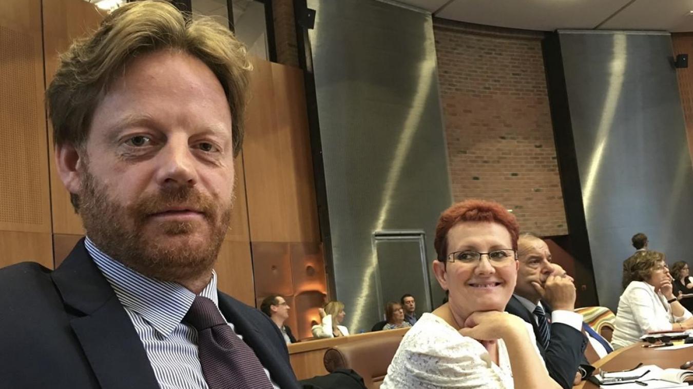Hugues Sion et Ariane Blomme lors d'une séance au conseil départemental.