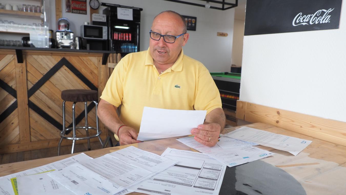 Patrick Leblanc doit désormais payer les factures d'electricité qu'il n'a pas pu payer à cause de la pandémie et de la fermeture de son café Les Canaries.