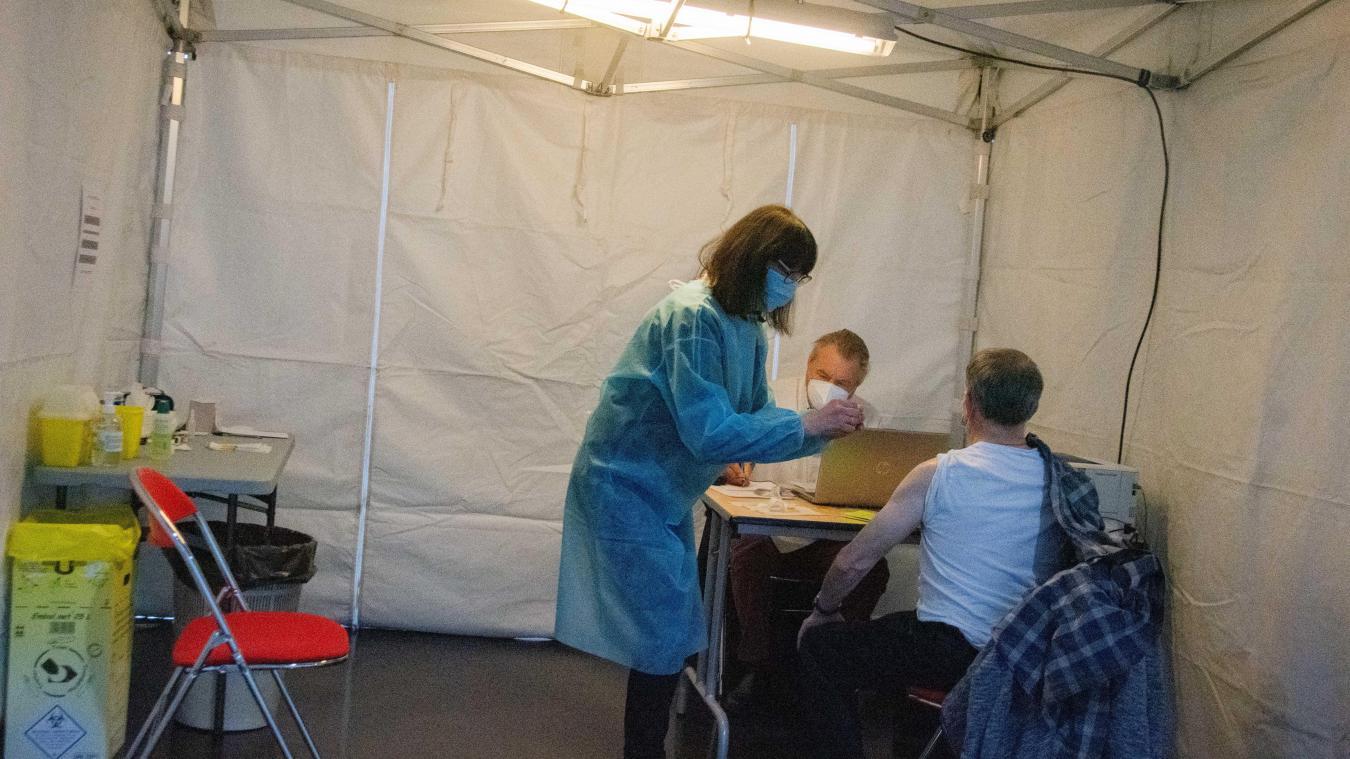 La communauté urbaine d'Arras a ciblé les quartiers prioritaires pour organiser des permanences dédiées à réserver un créneau de vaccination.