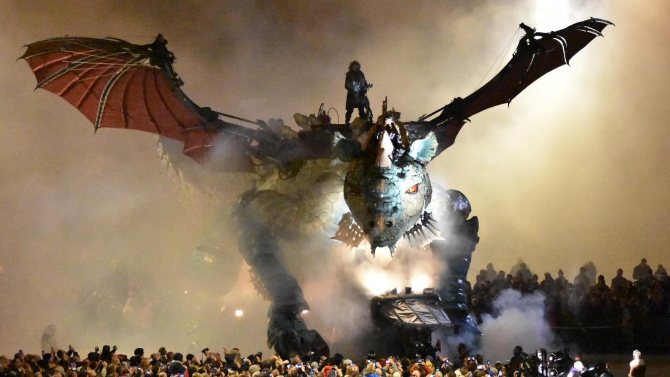 Le Dragon de Calais va de nouveau déployer ses ailes dans la nuit calaisienne.