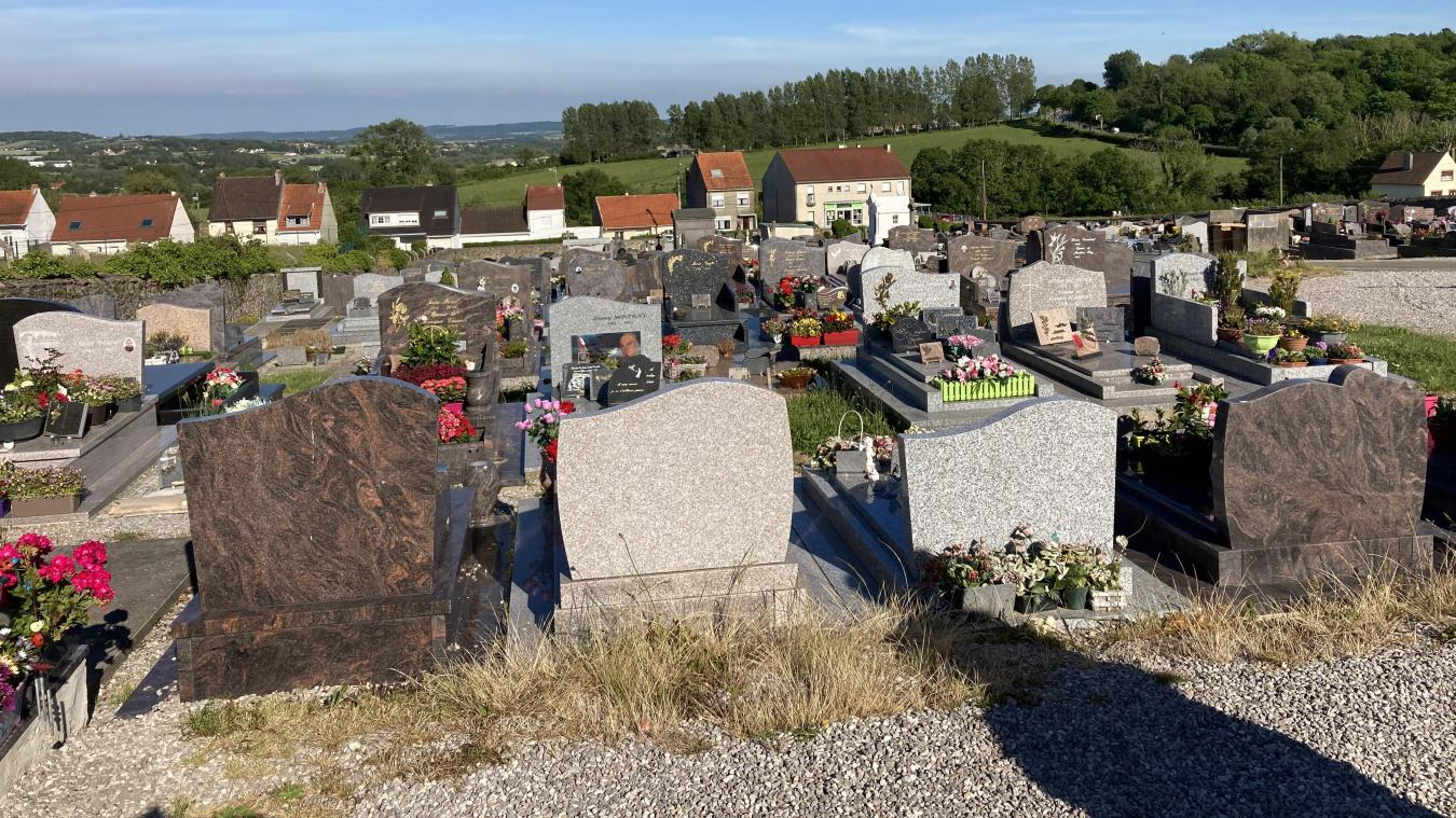 Plusieurs familles témoignent de vols sur des tombes depuis de nombreuses semaines.