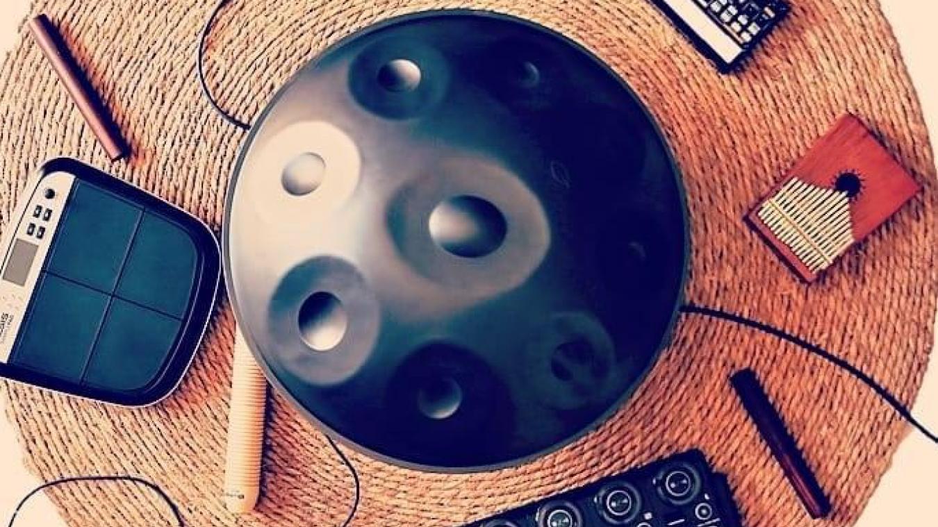 Roots Kreatur propose une combinaison entre le handpan et la musique électronique.