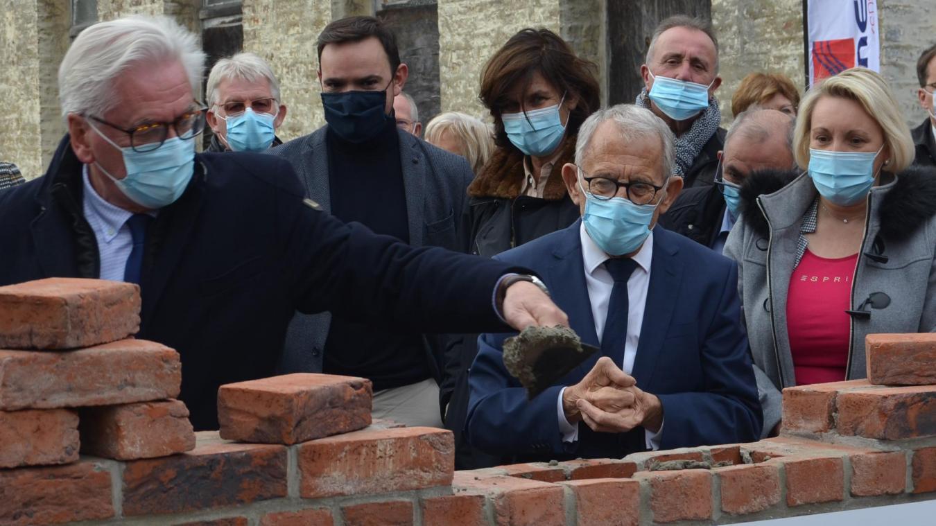 La rénovation de l'ancien hôpital Saint-Jean-Baptiste est le «dossier le plus emblématique» porté par les candidats Dissaux-Wozny, selon le président du Département, Jean-Claude Leroy, ici à la pose de la première pierre.