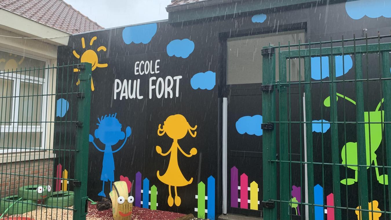 Les fortes pluies ont eu raison de bandes de fibre de verre posées sur le plafond d'une classe de l'école Paul-Fort.