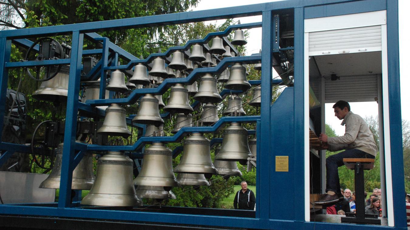Installé sur un camion, le carillon fera résonner ses 53 cloches ;