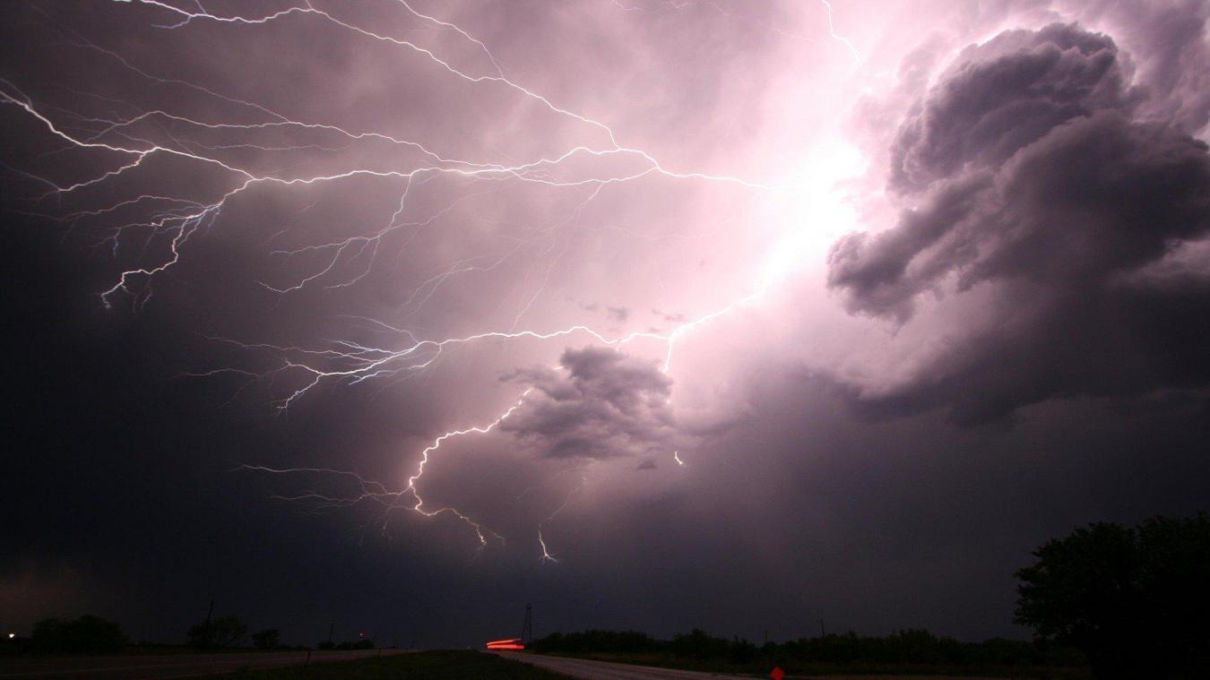 Ces orages « se caractériseront par une forte activité électrique », prévient Météo-France.