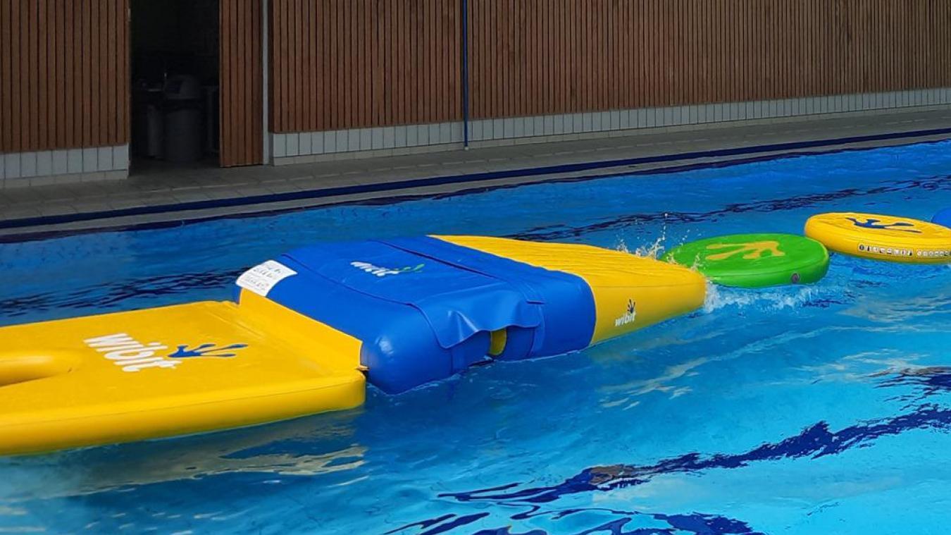 La piscine Océane dispose d'une structure aquatique de parcours d'obstacles.