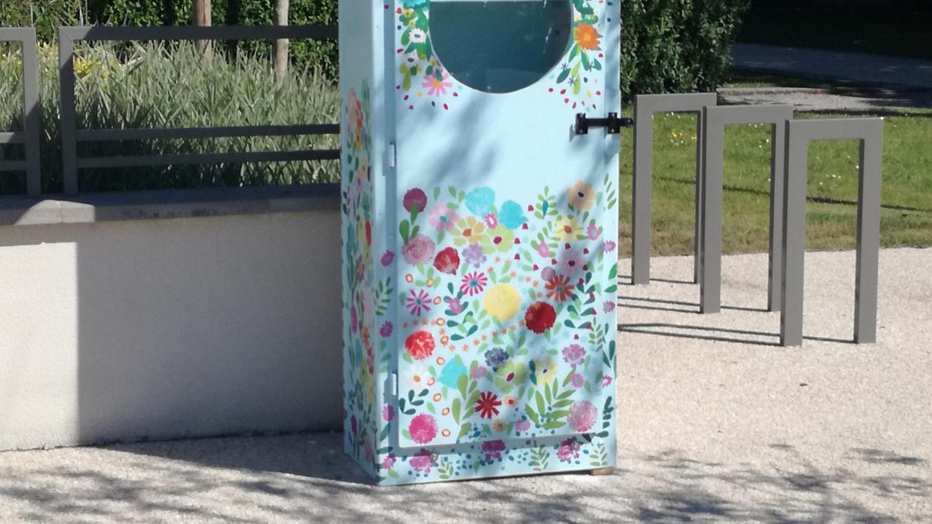 Une boîte à livres au parc de la Falaise.