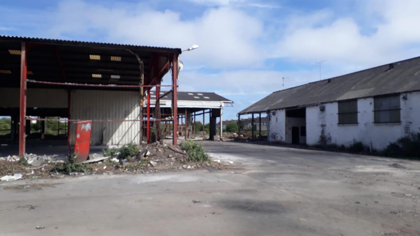 La démolition des hangars a bien avancé après l'évacuation du site.