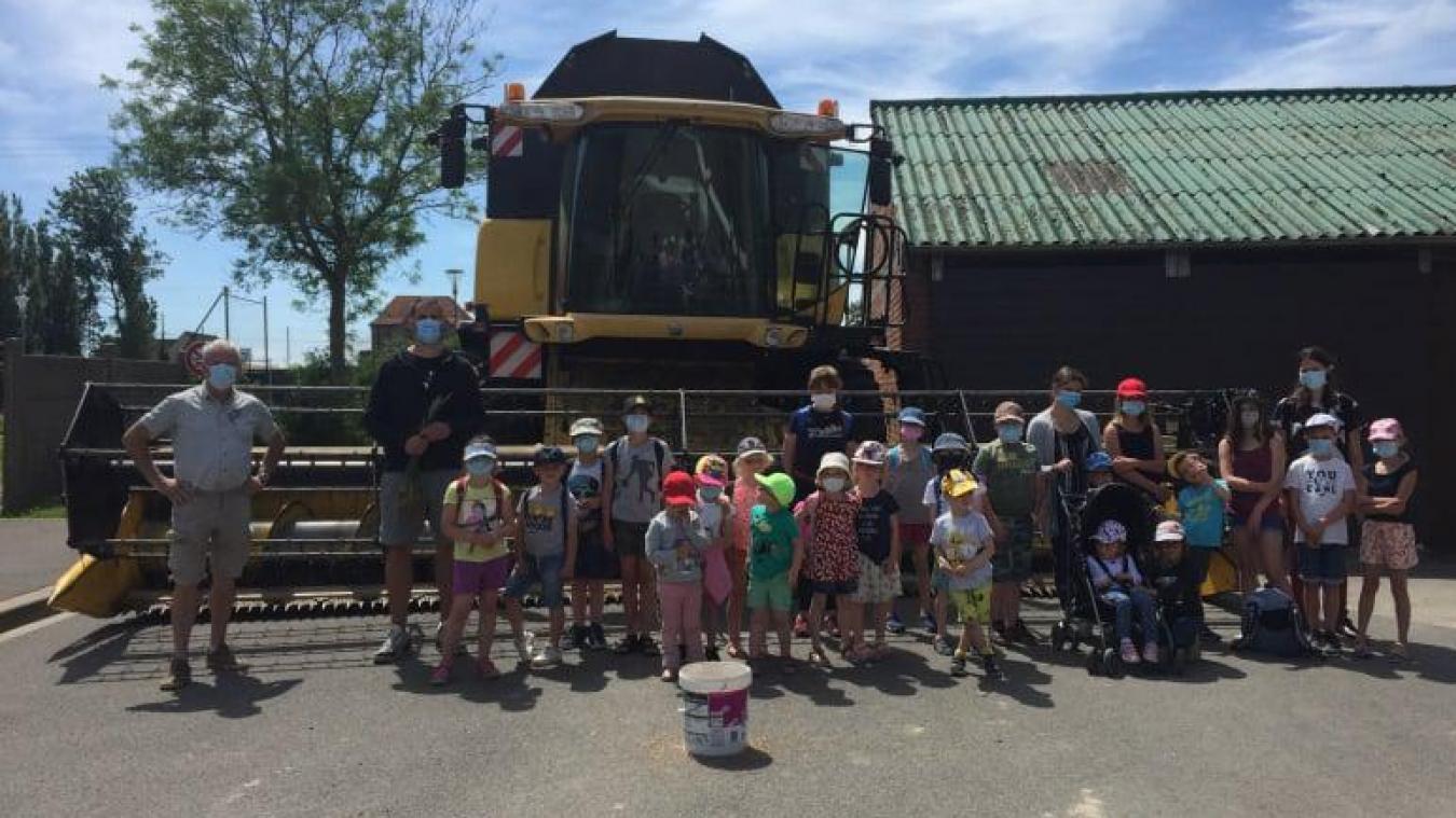 Les 24 enfants de la classe unique de Drincham ont découvert l'agriculture et le travail de la terre.