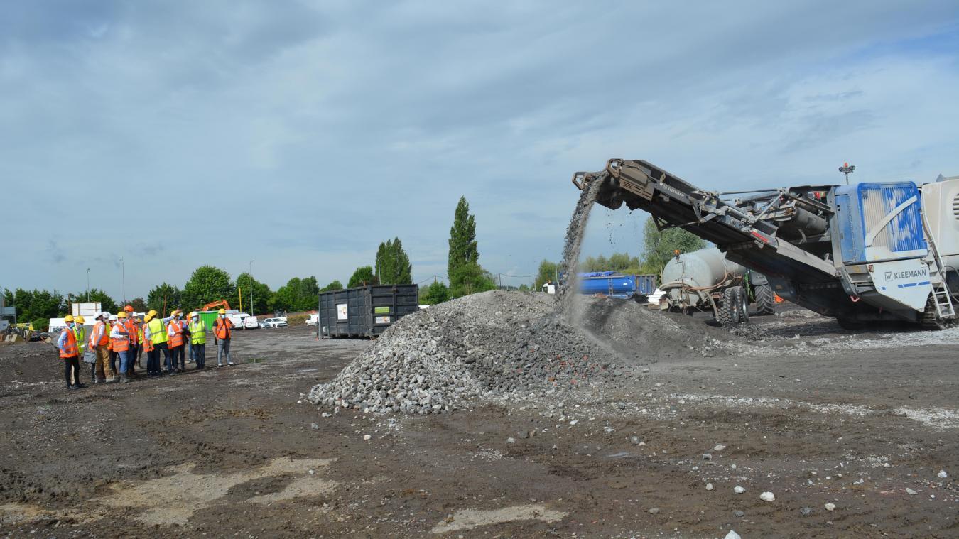 Les matériaux du bâtiment existant ont été transformés en béton recyclé pour construire le futur Lidl.