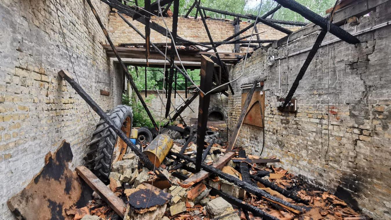 Une partie de la toiture a été complètement détruite.