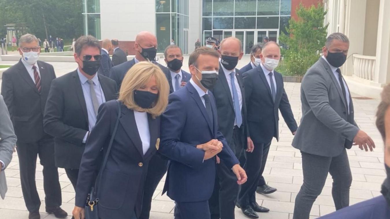 Emmanuel et Brigitte Macron à leur arrivée au Palais des Congrès du Touquet vers 13 heures.
