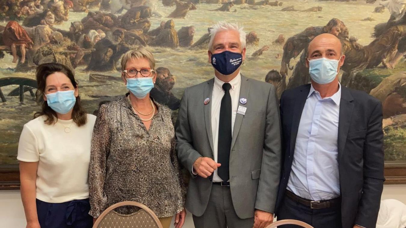 Philippe Fait et Geneviève Margueritte, ici en compagnie de leurs remplaçants Stéphanie Sloboda et Denis Caloin.