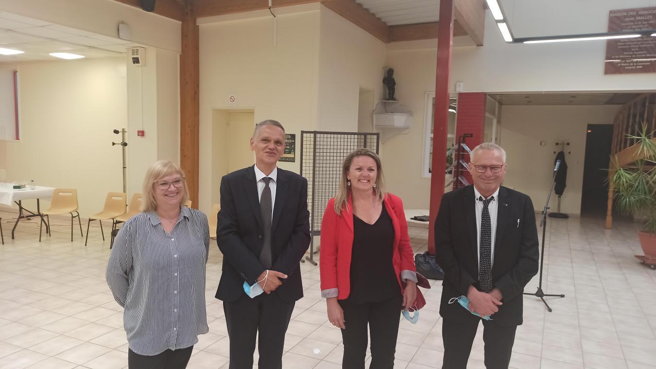 François Lemaire et Anouk Breton, au centre, ne cachaient pas leur joie à l'issue du scrutin.