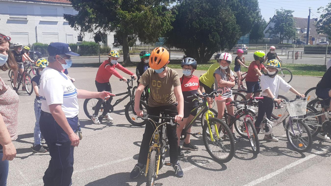 Les écoliers d'Isbergues apprennent à circuler en toute sécurité grâce à la police municipale