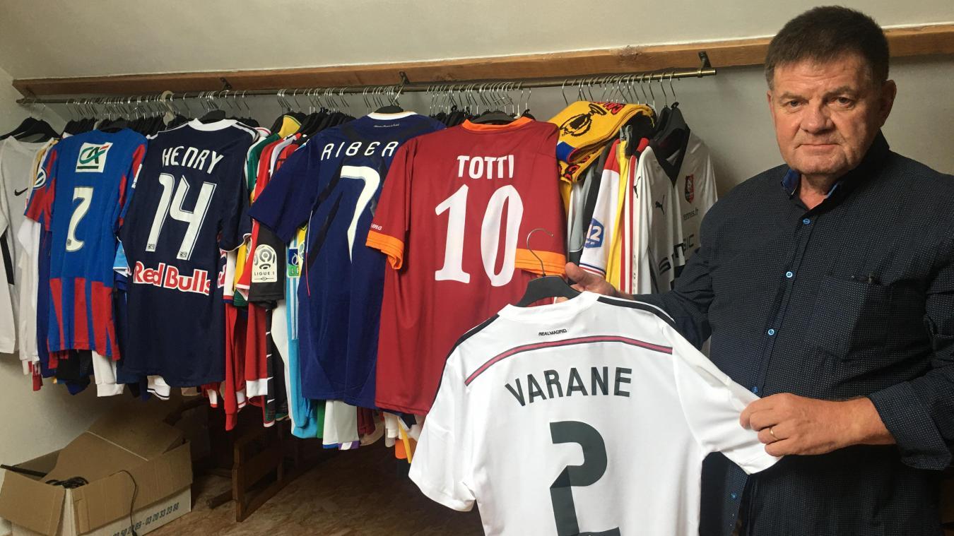 Jacques Codron possède pas moins de 150 maillots de football. Tous ont été portés par des professionnels et parfois lors de rencontre de prestige comme celui de Franck Ribéry en finale de Coupe du Monde en 2006 face à l'Italie ou Raphaël Varane (notre photo) au Real Madrid.